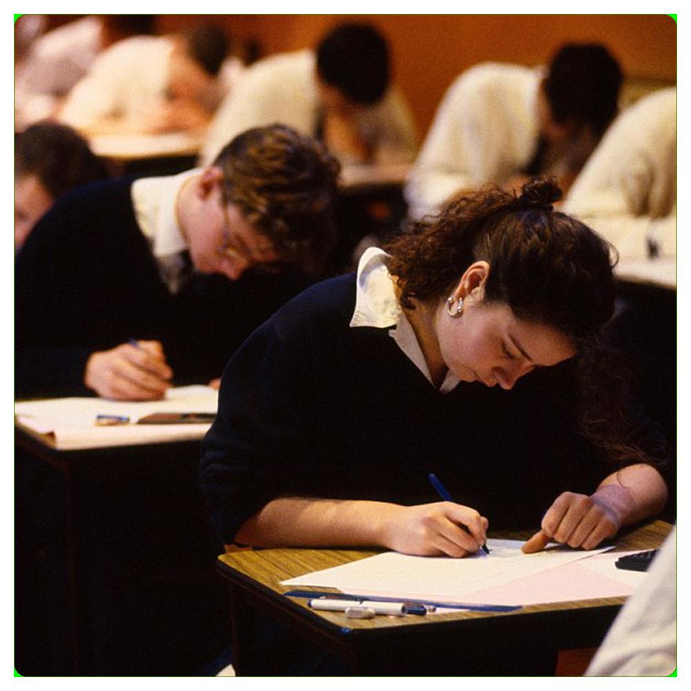Студентки сдают экзамен 1 фотография